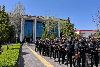 Withholding of election certificates from decree expellees protested in Diyarbakır
