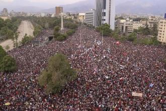 Şili'de müzik festivalinin açılış gecesinde hükümet karşıtı gösteriler düzenlendi