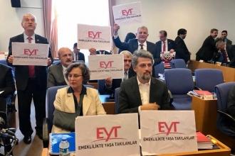 Bütçe görüşmelerinde CHP ve HDP'den EYT protestosu