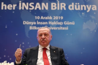 """Cumhurbaşkanı Erdoğan, Yazar Orhan Pamuk'a """"terörist"""" dedi"""