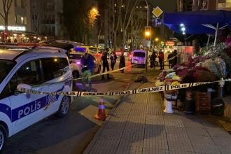 Kadıköy'de bir kişi, eşi ve annesini silahla vurarak öldürdü