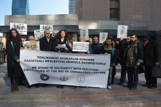 İzmir ve Adana'da hukuk örgütleri Pakistanlı meslektaşlarını unutmadı