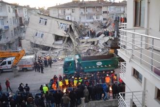 Elazığ'da 6.8 büyüklüğünde deprem: 39 kişi hayatını kaybetti
