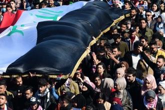 Irak'ta sokaklar boşalmıyor, binlerce öğrenci Tahrir'e yürüdü