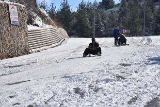 Yüksekova'da kar yağışı nedeniyle okullar tatil edildi
