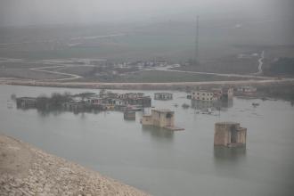Hasankeyf'e kara yoluyla bağlantı kesildi
