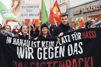 Hanau'da ırkçı katliam protesto edildi: Yaklaşık 10 bin kişi sokaklara döküldü