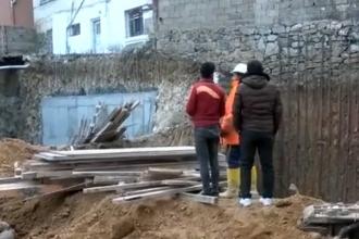 Kocaeli'de temel kazısı sırasında toprak kaydı, 1 işçi yaralandı