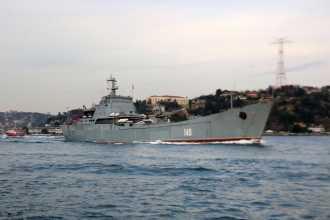 Rusya'nın üç savaş gemisi İstanbul ve Çanakkale boğazlarından geçti