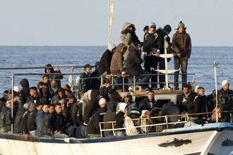 Özgürlükçü Avrupa dikenli tellerle çözüm arıyor
