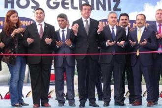 Ekonomi Bakanı Nihat Zeybekci Uşak'ta düğün salonu açtı