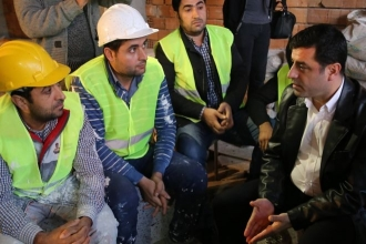 Demirtaş işçilerle buluştu: Bir işçi 6 ay Başbakan  olsa ülke düzelir