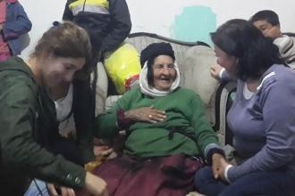 Dilinde ağıdı, gözleri uzakta, 115 yaşında daye Xazal