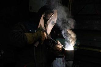 Büyük metal fabrikasından genç bir işçi: OHAL kaldırılsın