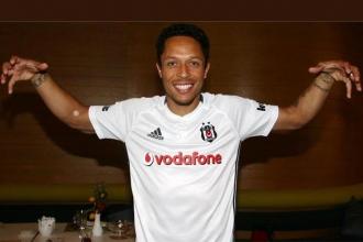 Beşiktaşlı Adriano İstanbul'dan ayrılmak istiyor