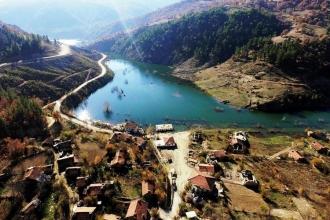 Bir köy baraj suyu altında kaldı