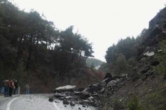 İzmir-Kozak yolu heyelan nedeniyle kapandı
