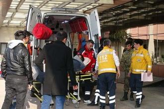 El Bab'da askeri araç devrilmesi sonucu 3 asker yaralandı
