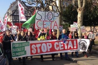 Avrupa Parlamentosu önünde CETA protestosu