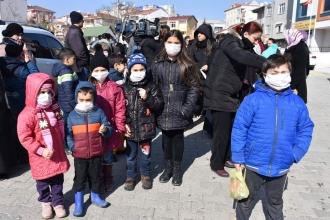 Maskeli eğitimin nedeni kaçak dökülen kimyasal atık çıktı