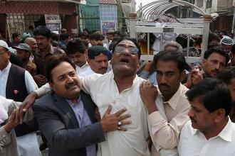Pakistan'da intihar saldırısı ardından 'militan avı' başladı