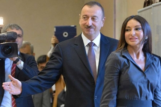 Berat Albayrak eşini yardımcı atayan Aliyev'i tebrik etti