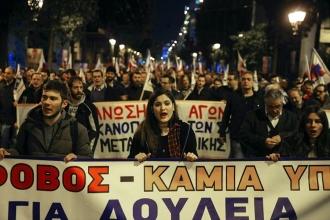 Atina'da 10 bin kişilik 'kemer sıkma' eylemi