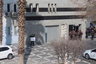 Urfa'da işten atılan belediye işçisinden intihar girişimi