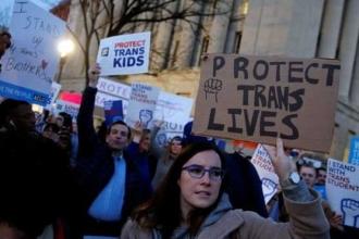 Trump, translar için tuvalet kararını yürürlükten kaldırdı