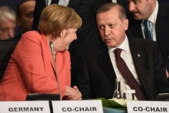 Merkel'den 'Saygılı diyalog' çağrısı