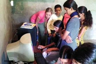 Hindistan'da yoksullara ücretsiz internet erişimi