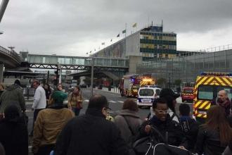 Paris Orly Havalimanı'nda silah sesleri