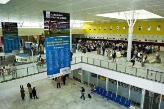 Fransa'da havaalanında grev, kütüphanelerde eylem var