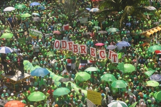 Dominikliler, yolsuzluğa karşı 'yeşil alev'i yaktı