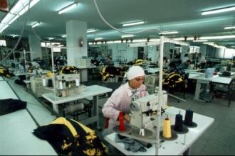 Kadınların muhtaçlığı üzerinden  koca fabrikalar yükseliyor!