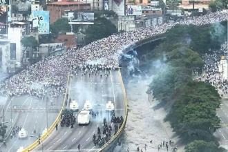 Venezule'da hükümetkarşıtıgösterilersürüyor