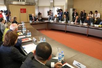 CHP TBMM Grubu mecliste kalma kararı aldı