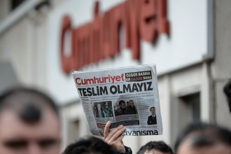 Solidarity with Cumhuriyet, freedom for Journalists!