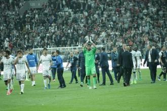Fenerbahçe, 9 kişi kaldığı derbiden 1 puan çıkardı