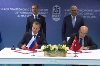 Rusya ile ticari kısıtlamaları kaldırma bildirisi imzalandı
