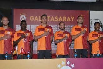 Galatasaray'ın gelecek sezon parçalı forması tanıtıldı