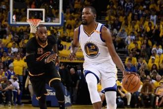 Durant ve Curry, LeBron'a şans tanımadı