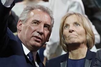 Fransa'da yolsuzluk iddiaları iki bakanı istifa ettirdi