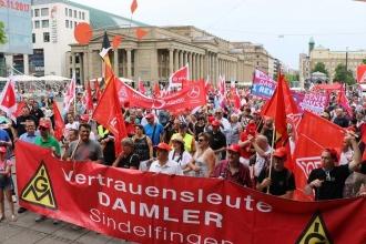 Emeklilik yaşının yükseltilmesine karşı Stuttgart'ta miting