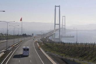 Köprünün yükü vatandaşın sırtında
