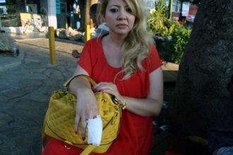 Köpeğe şiddet uygulayan erkek, tepki gösteren kadını dövdü