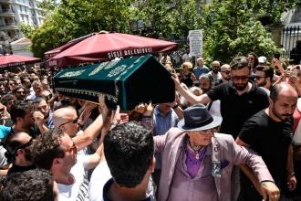 Sanatçı Harun Kolçak için cenaze töreni