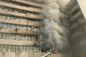 Yeni Delhi'de resmi dairelerin olduğu binada büyük yangın