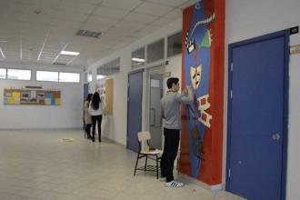 Bu okulda duvarları boyamak serbest
