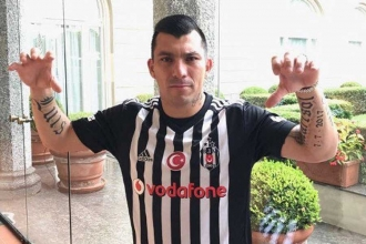 Beşiktaş, Medel'i kadrosuna kattı